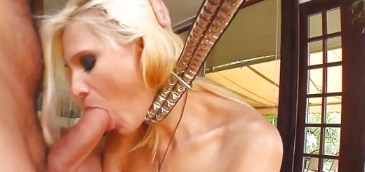 a-duo-of-meaty-shafts-for-blonde-mel_01