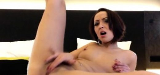 sexy-brunette-puts-on-a-webcam-show-on-her-bed_01