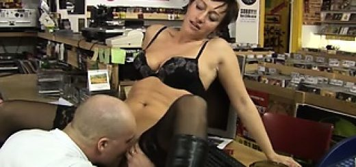the-security-guy-banging-his-kinky-milf-employer_01-1
