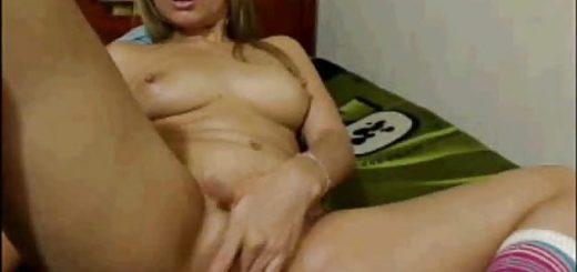 blonde-chick-masturbating-on-camera_01