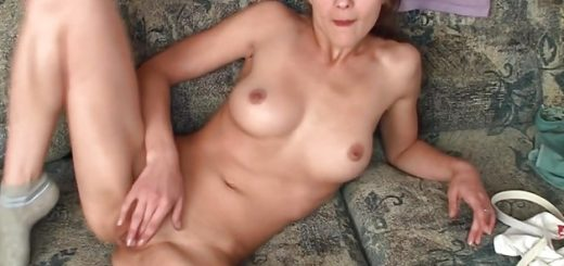 brunette-plays-with-her-wet-pussy_01