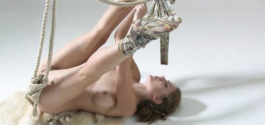 anka-the-nudist-showing-her-sexy-talent_01